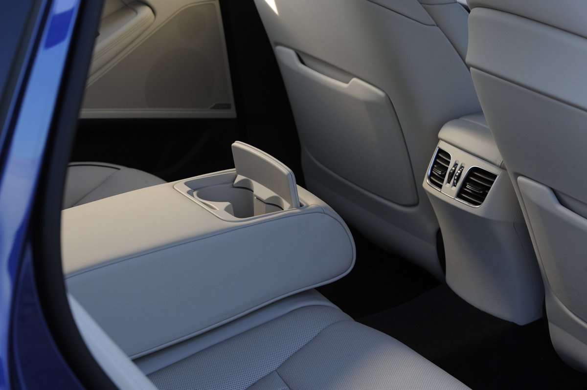 2015 hyundai genesis review. Black Bedroom Furniture Sets. Home Design Ideas