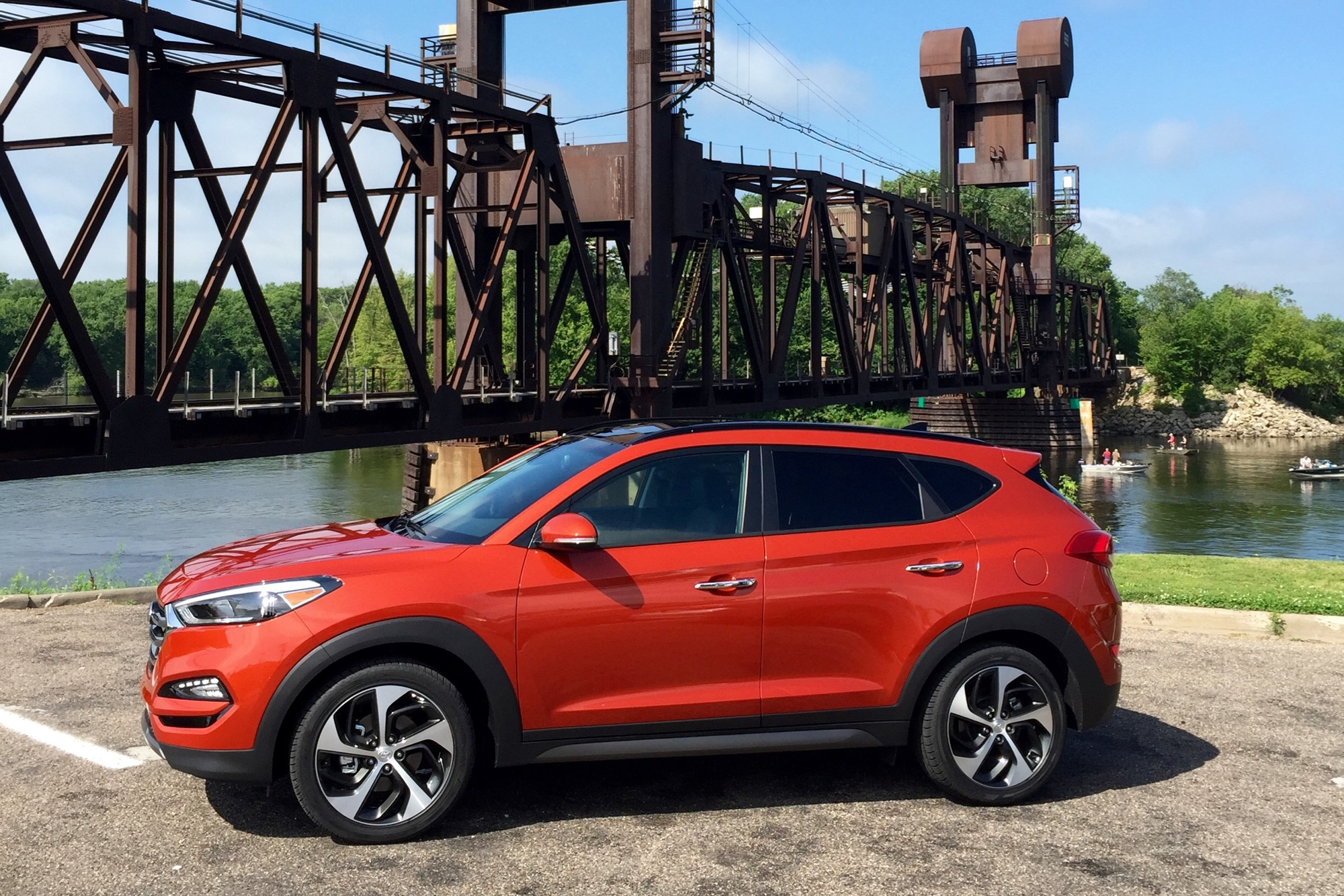 2016 Hyundai Tucson Limited AWD: Sporty, Nimble Utility ... |Orange Hyundai Tucson 2016