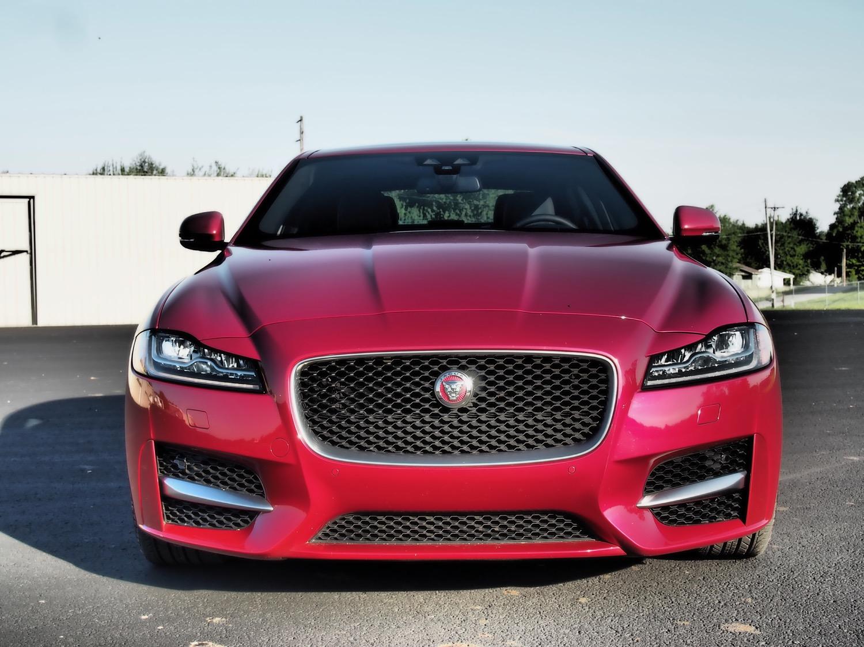 2017 Jaguar XF : Review