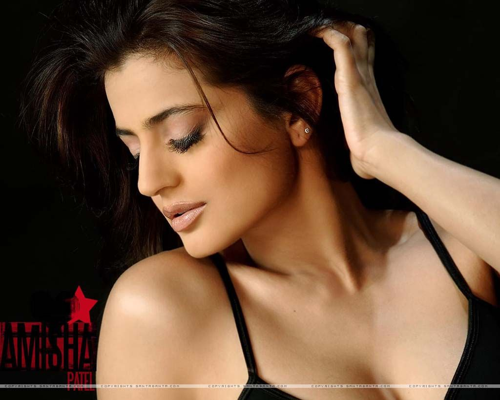 Hot And Sexy Photos Of Amisha Patel