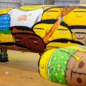 thumbs boeing 737 grafitti os gemeos 6