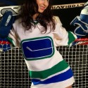 thumbs sexy canucks girls 18
