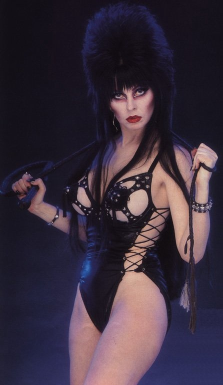 Elvira mistrestres of the dark nude 7