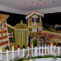 thumbs gingerbread houses 017