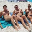 thumbs sexy girls in bikinis 10
