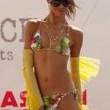 thumbs sexy girls in bikinis 3