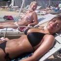 thumbs sexy girls in bikinis 61