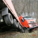 idiot-driver-crashes-8.jpg