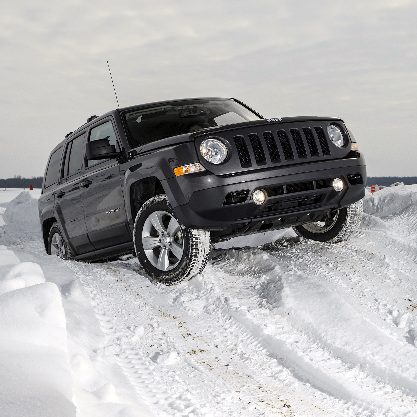 jeep-off-road-snow-13.jpg