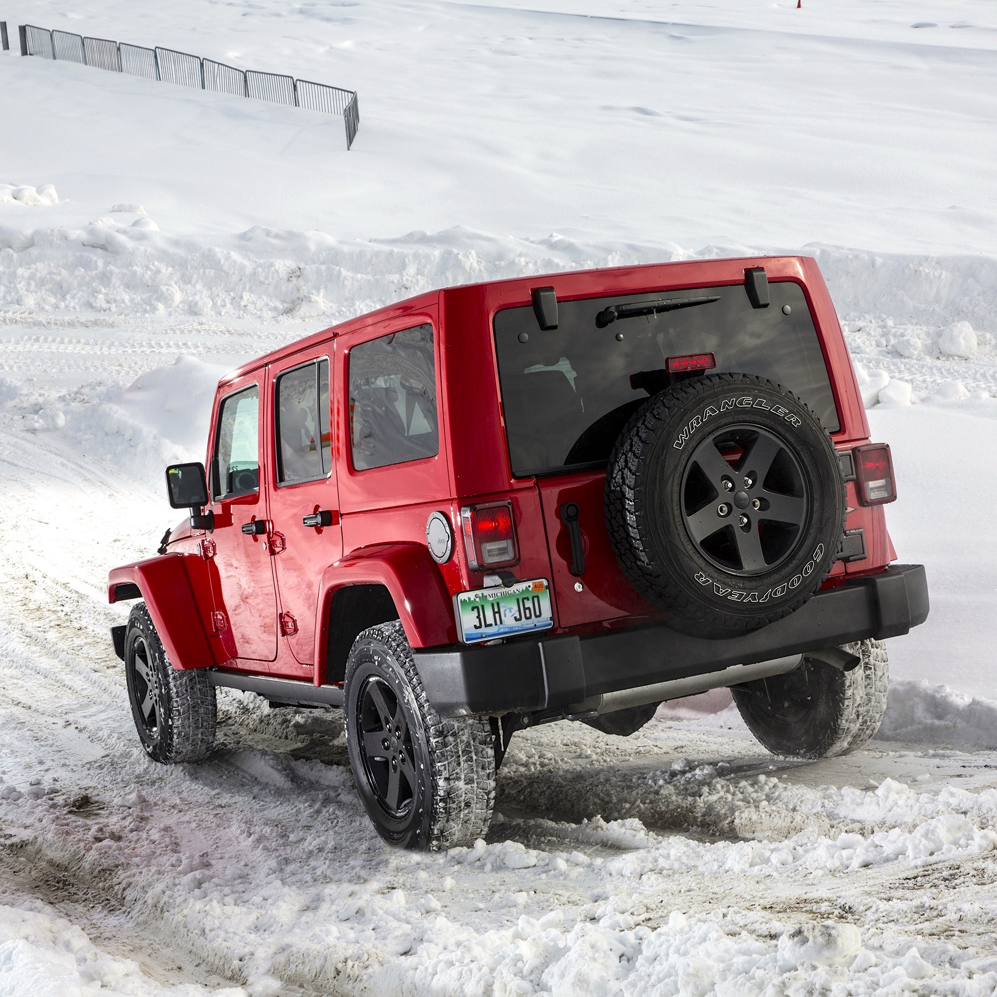 jeep-off-road-snow-05.jpg
