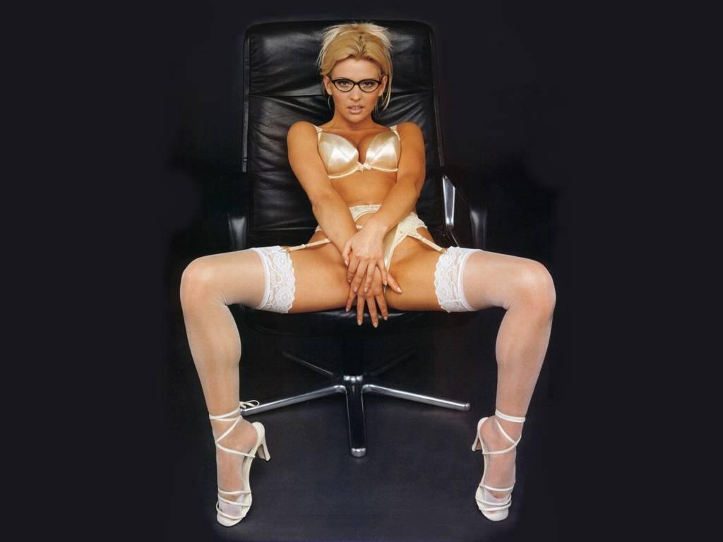 saudarya nude sexy butts