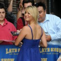 thumbs kaley cuoco 020