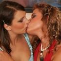 thumbs lesbians40