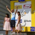 thumbs podium girls 01