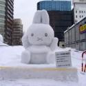 thumbs pop culture snow sculpture 32