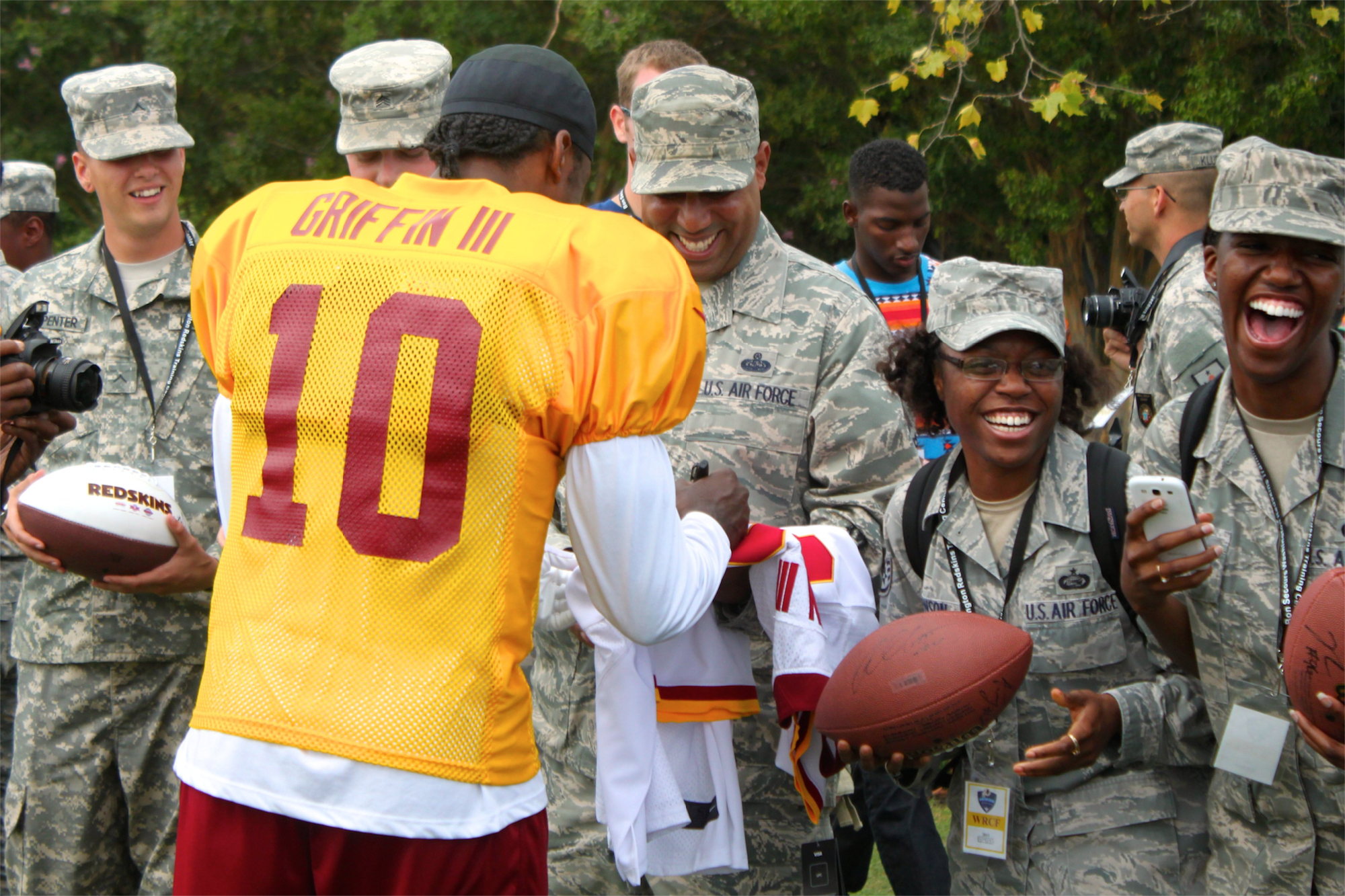 promo code 12767 aa5a0 Redskins Thank Military at Practice