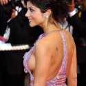 thumbs celebrity sideboob 110