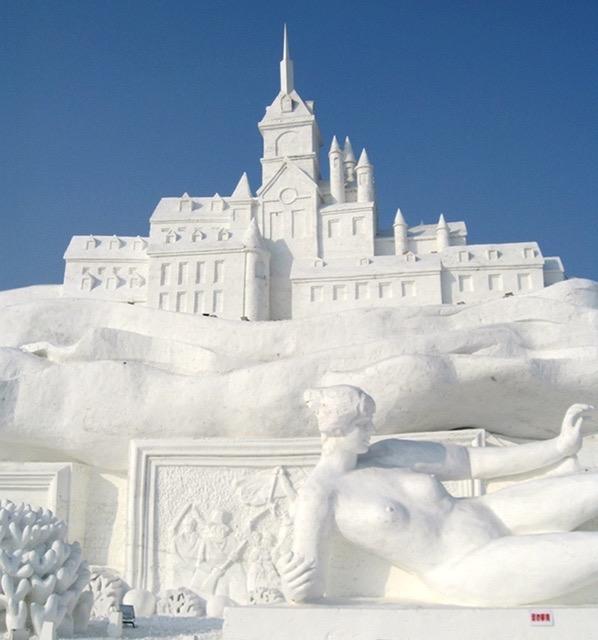 40 Massive Snow Castle Photos
