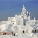 thumbs snow sculpture 103