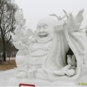 thumbs snow sculpture 78
