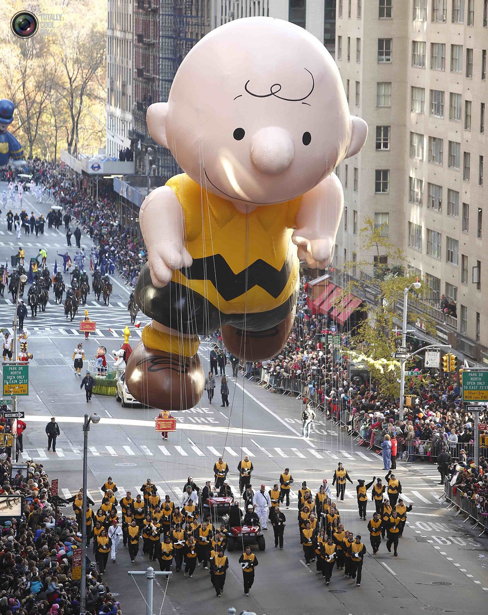 Snoopy Thanksgiving Float >> Balloons of the Macy's Thanksgiving Day Parade