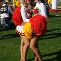 thumbs usc song girls 2009 rose bowl 11